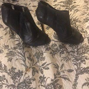 Drop dead gorgeous Jessica Simpson heels
